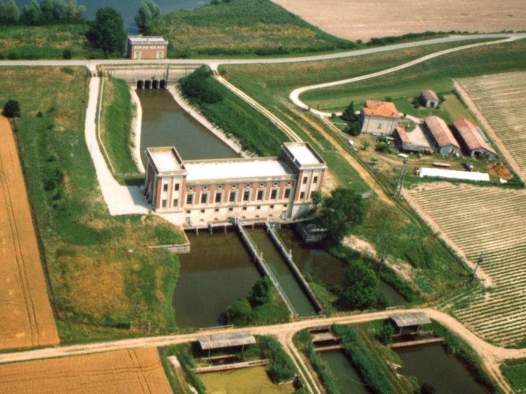 Il Canale Ceriana in prossimità dell'abitato di San Matteo delle chiaviche